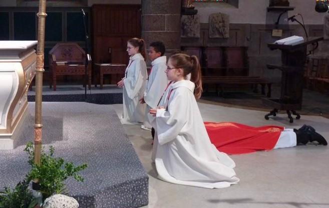 1-La prostration du célébrant