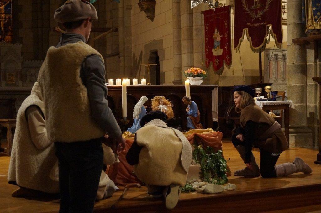 Les bergers s'agenouillent devant l'enfant Jésus