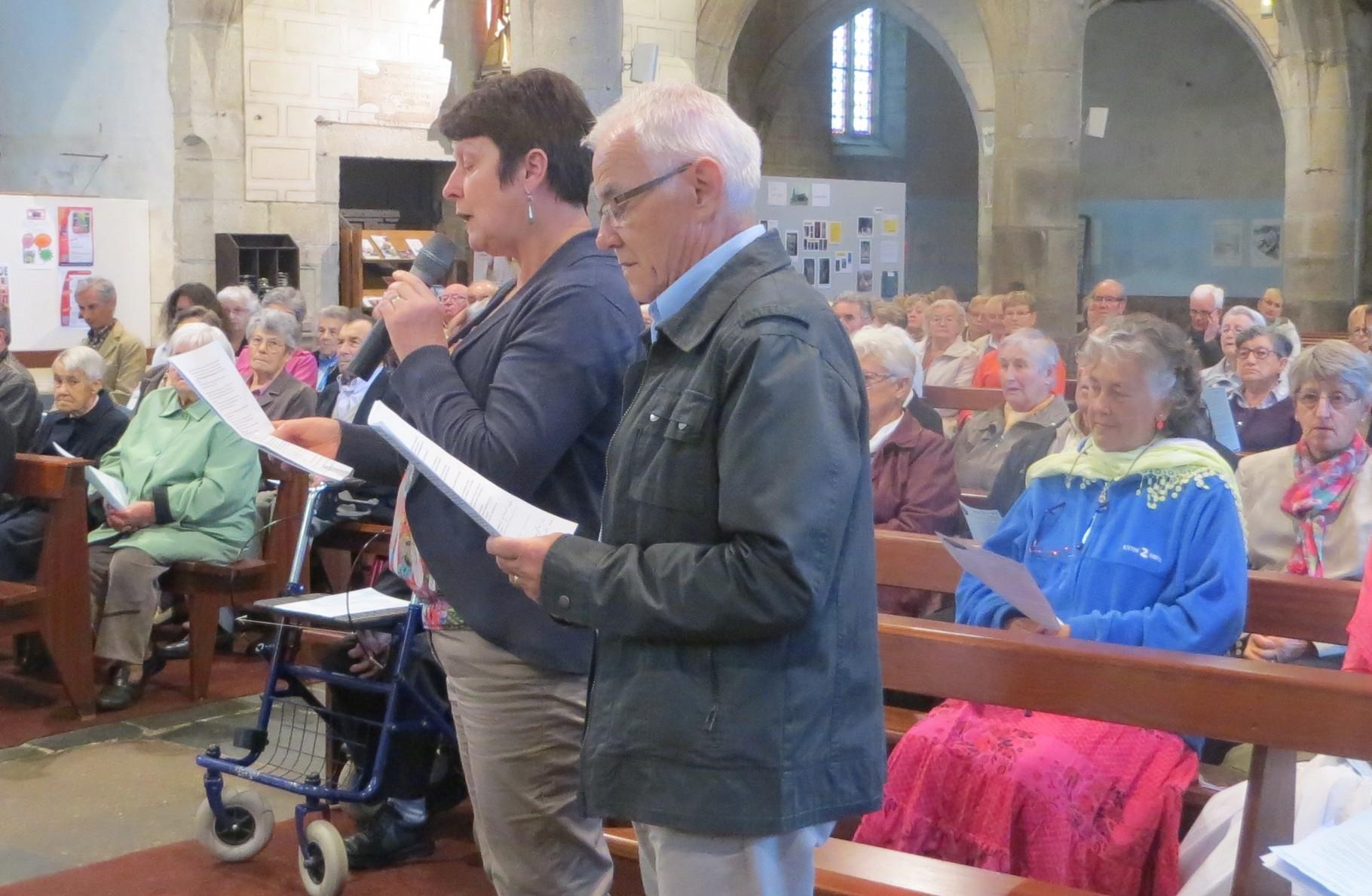 Petit mot de remerciement  de la communauté paroissiale adressé par les voix de Christiane GUYADER et François GUILLERM