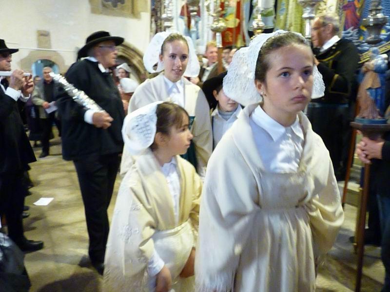 La procession arrive à son tour (1)