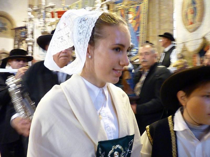 La procession arrive à son tour (2)