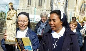 2 soeurs Augustines au pardon de ND de la SAlette (09/2017)