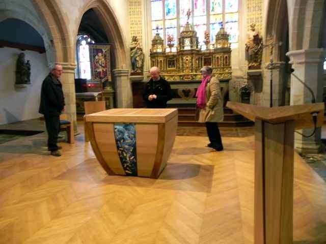 Le montage de l'autel à l'église de Plougasnou (8/10)