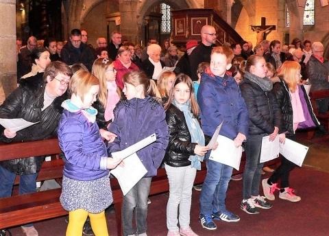 Une messe des familles à Pleyber-Christ