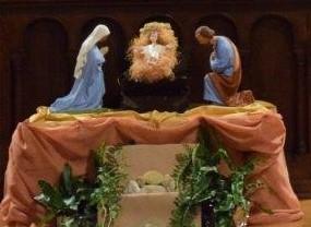 Pour la veillée, la crèche a été installée devant l'autel