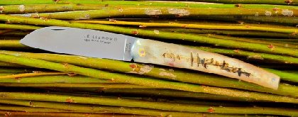 Le liadou couteau traditionnel des vignerons