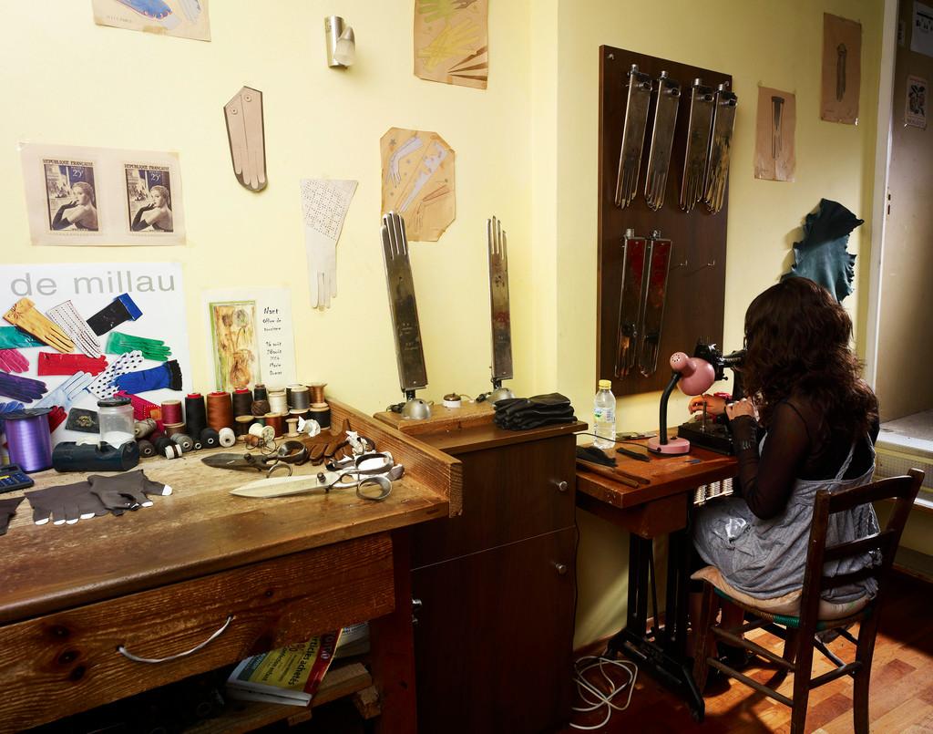 un fabricant de gants de Millau
