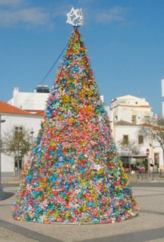Of deze fantastische Kerstboom: fantasie hebben de Portugezen wel.....
