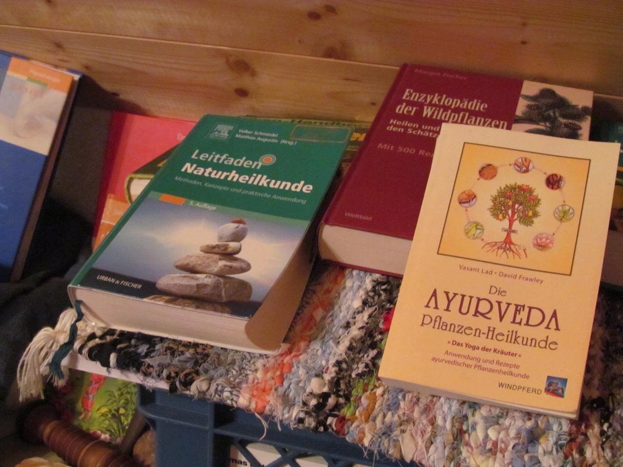 Bücher in der Massage, Naturheil- und KräuterKunde