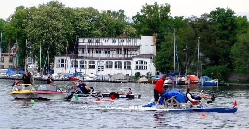 Die Tretbootregatta (IWR) 2004 wurde  in Berlin veranstaltet. (Foto Latte Berlin)