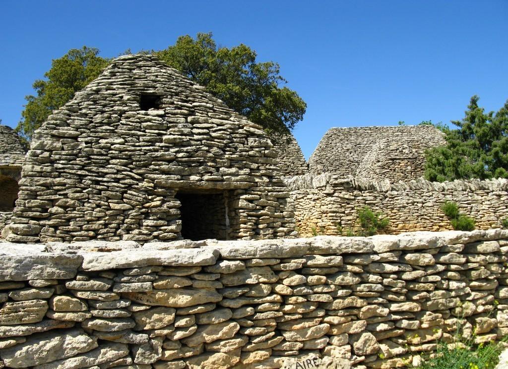 Один из каменных домов бори