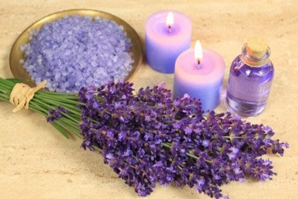 Соль для ванн и свечи с ароматом лаванды