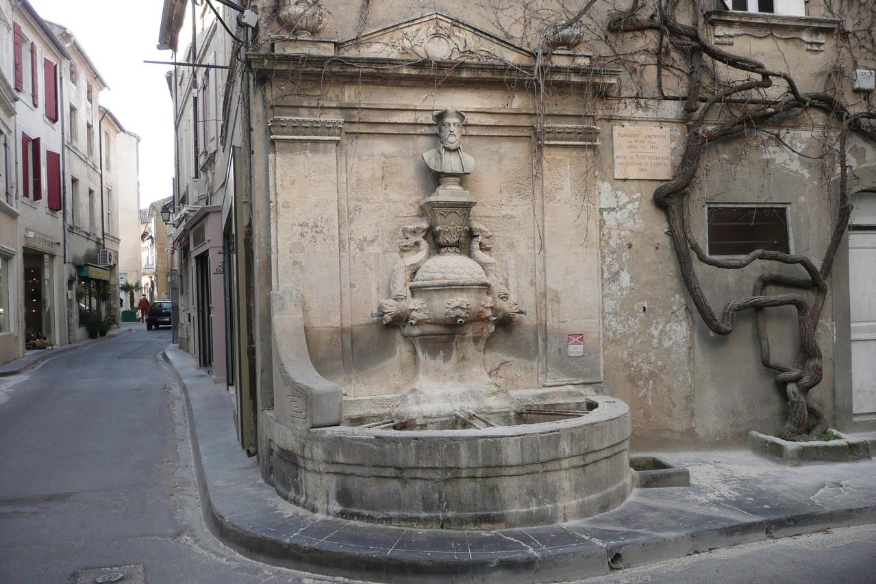 Памятник Нострадамусу