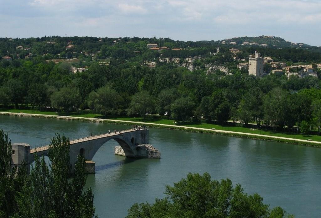 Вид из садов на мост Святого Бенезе