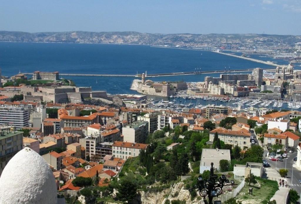 Вид на Марсель с базилики Нотр-Дам-де-ла-Гард