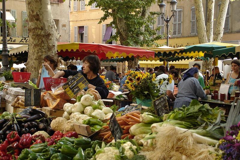 Рынок на площади Ришельм в Экс-ан-Провансе