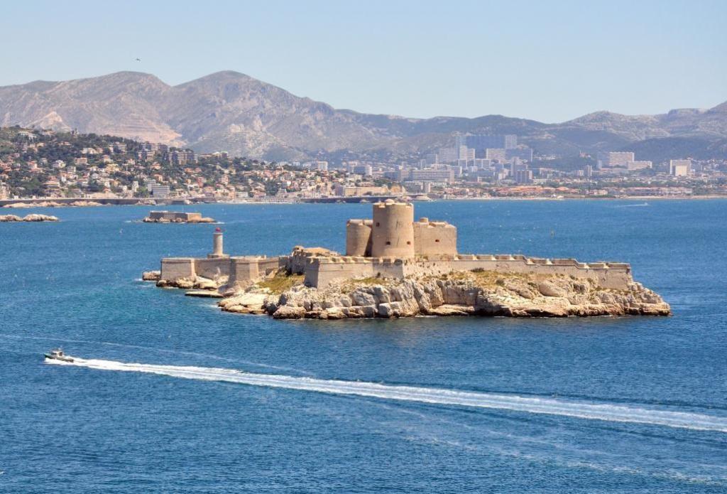 Замок Иф с моря
