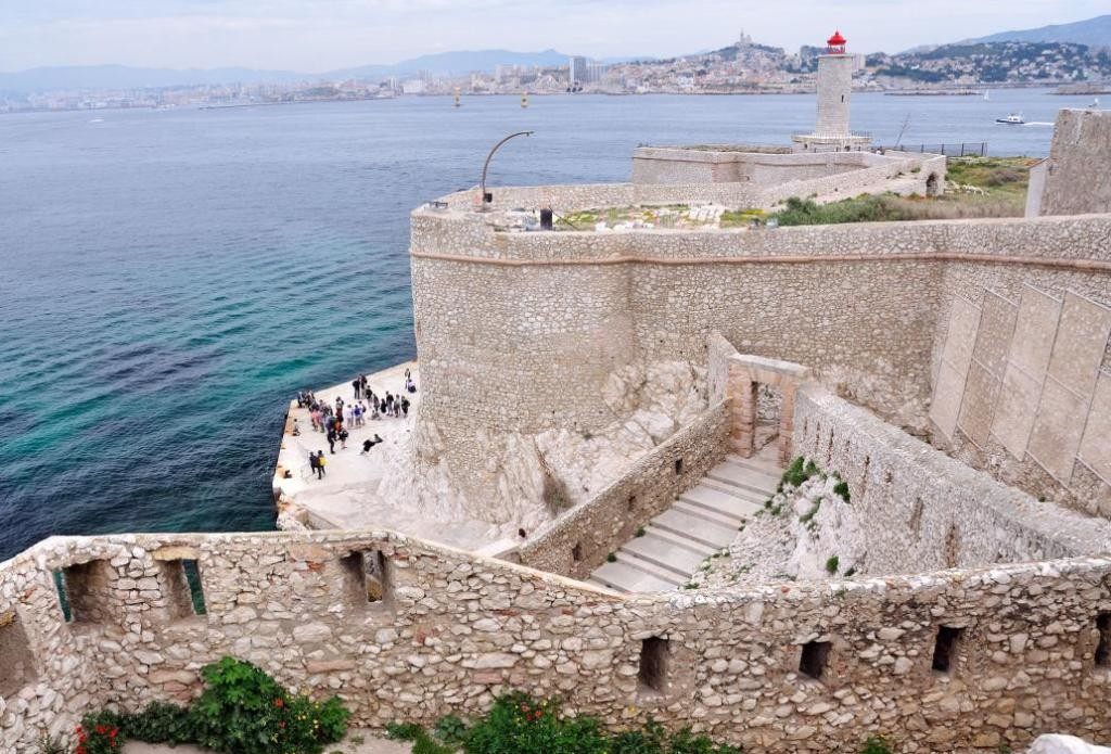 Вид с крепостных укреплений замка Иф