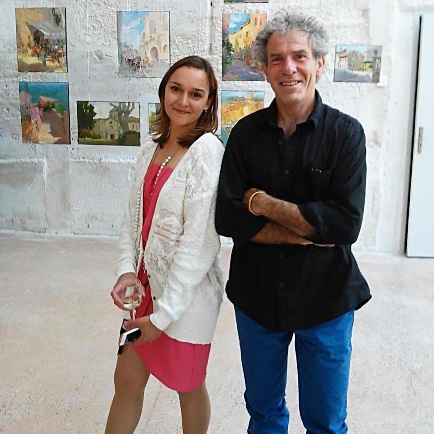 Организатор выставки - Евгения Баи в комании скульптора Даниэля Перникс