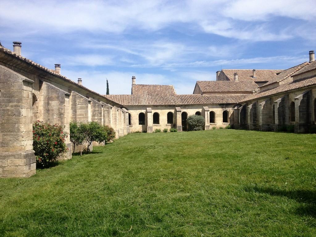 Клуатр мертвых в Нотр-Дам-дю-Валь-де-Бенедиксьон