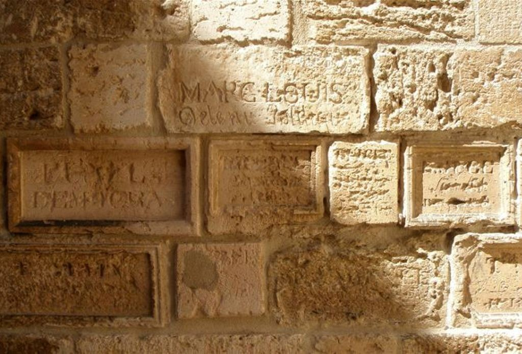 Надписи заключенных на стенах замка Иф