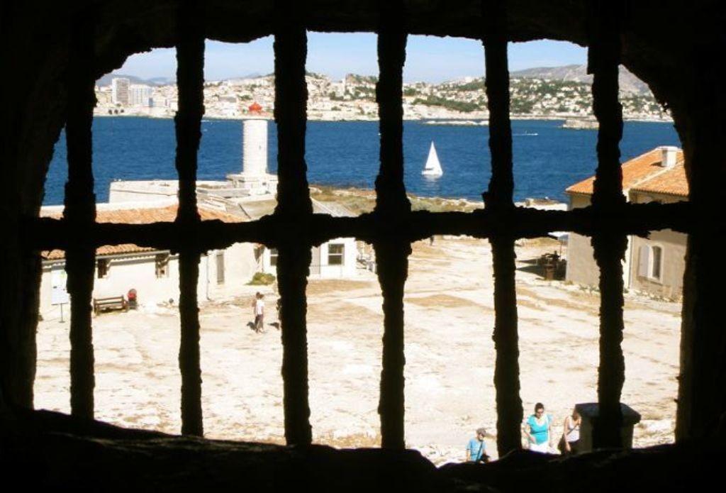 Вид из камеры замка Иф