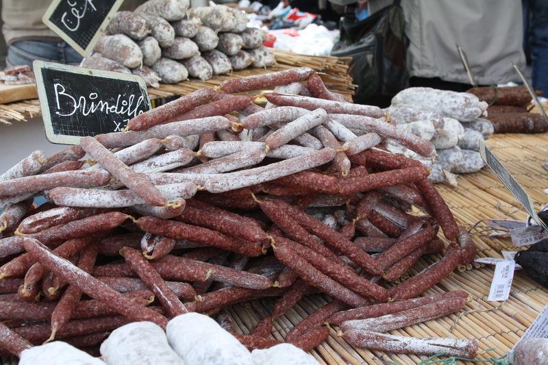 Колбасные изделия на провансальском рынке