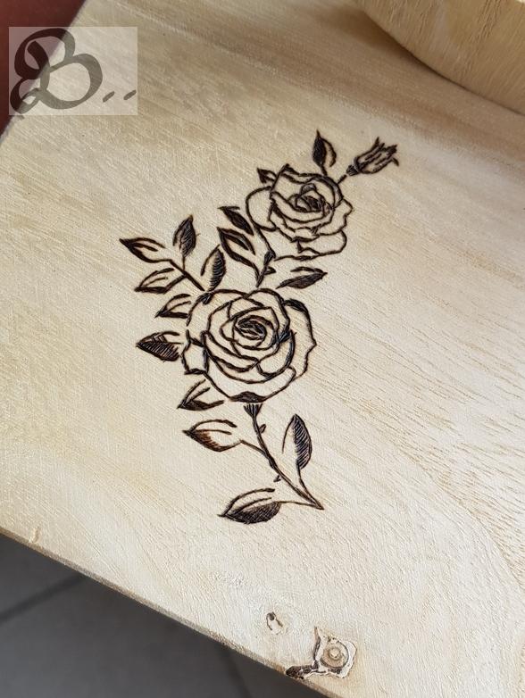 Holzwerk Peter Stoiber - Hochzeitsgeschenk - Hochzeitslogo der Einladung als Brandbild