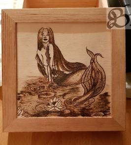 Holzwerk Peter Stoiber - Brandmalerei - Wunderschöne Meerjungfrau auf Kiste