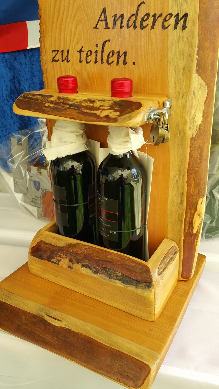 Holzwerk Peter Stoiber - Brandmalerei - Weinflschenhalterung