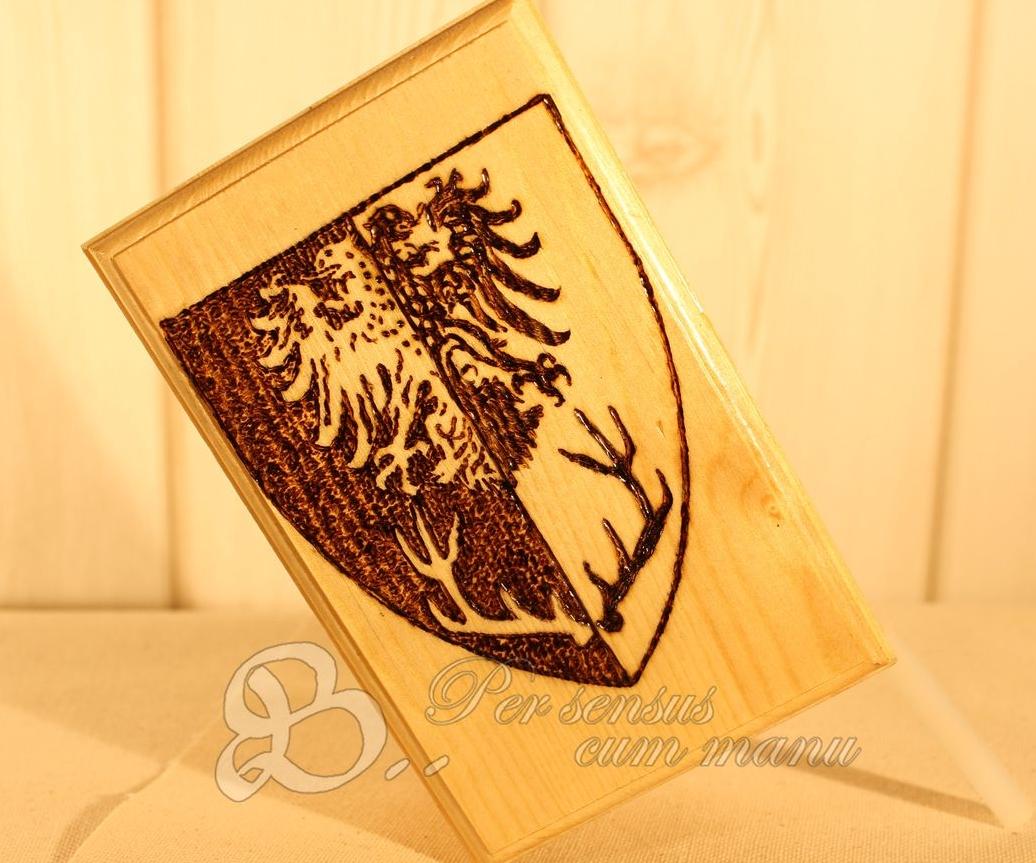 Holzwerk PS - Brandmalerei - Wappen auf Holzkiste fürs Mittelalter