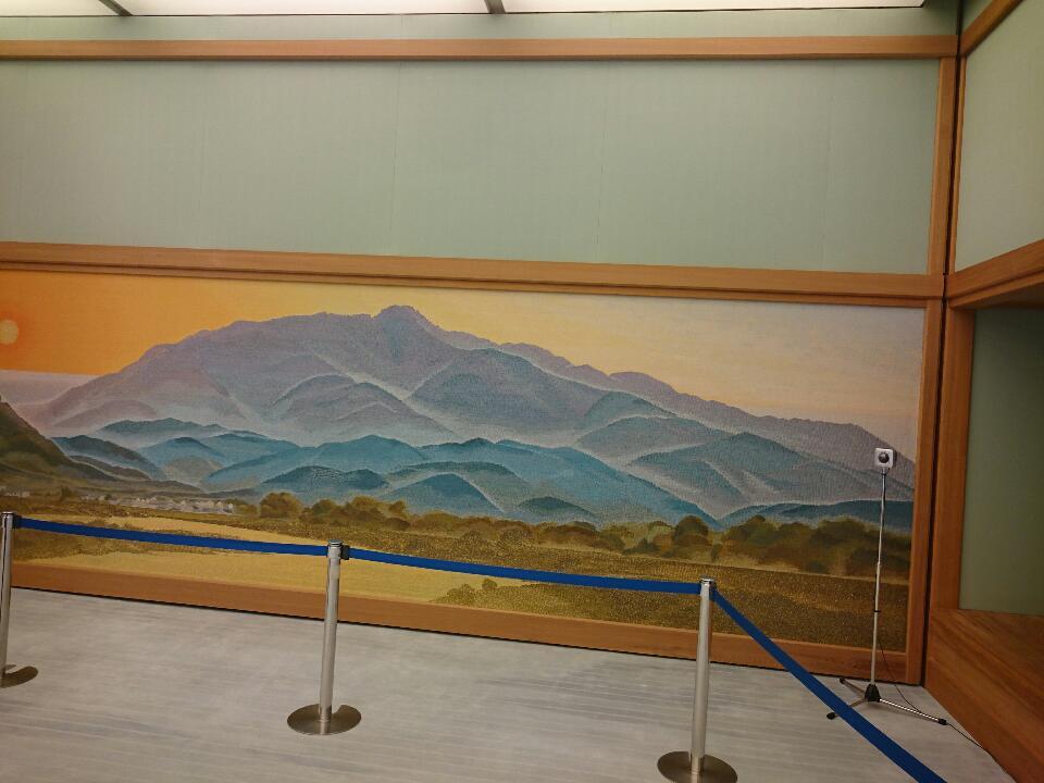 夕映の間(ゆうばえのま) 西の雄・愛宕山の夕景