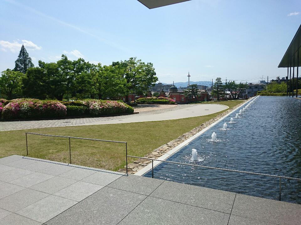 京博  「平成知新館」 南西に京都タワーを臨む