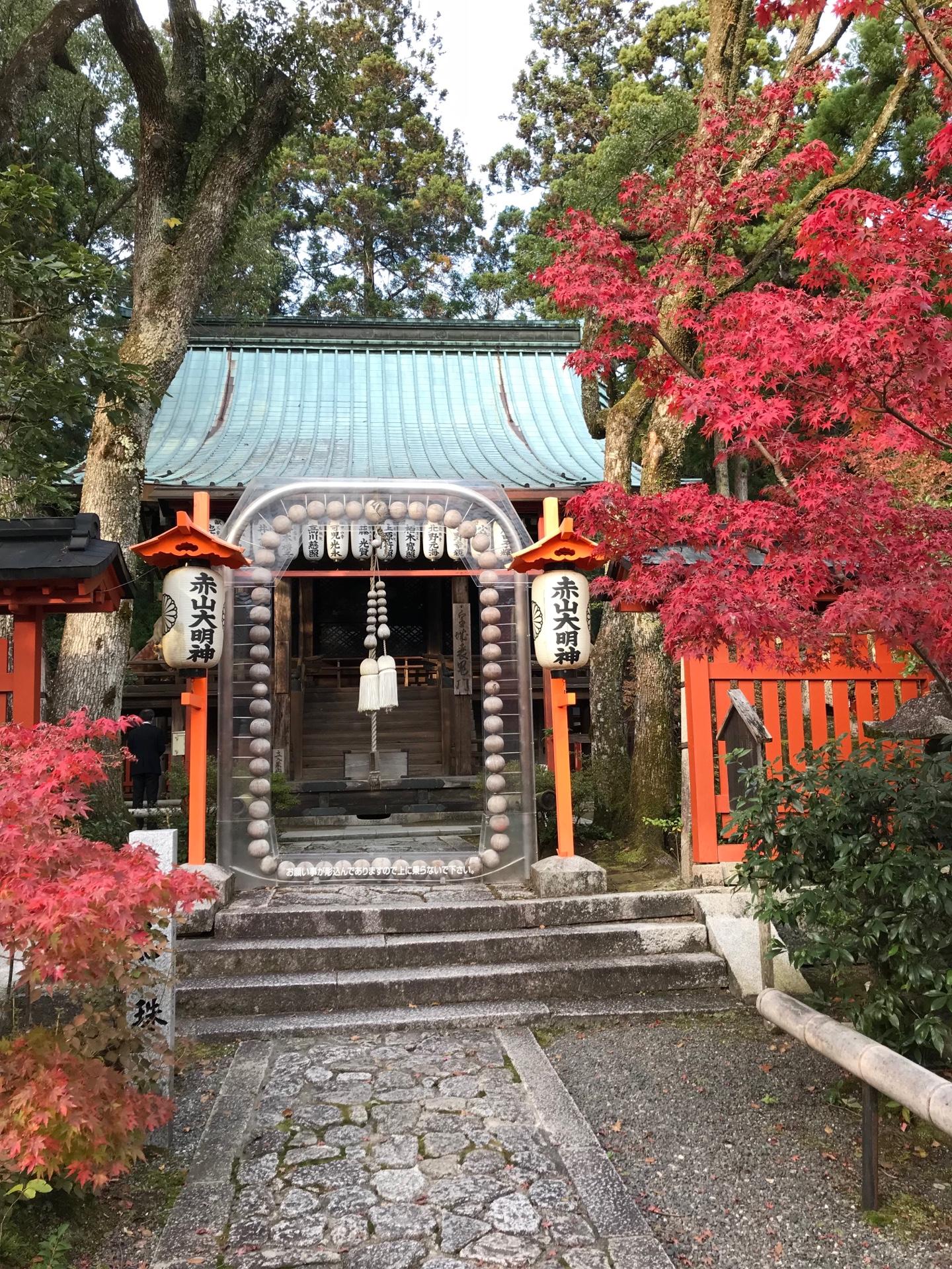 お数珠と鳥居の神仏習合のお寺です。