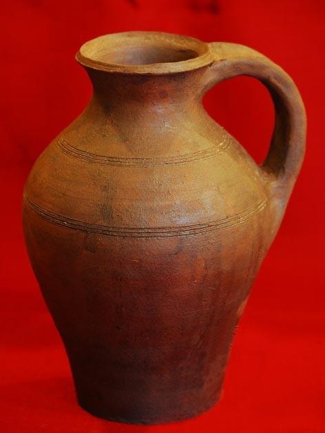 Pot avec bec verseur XVème capacité : 2 litres code: NIS0333. Prix: 32 euros