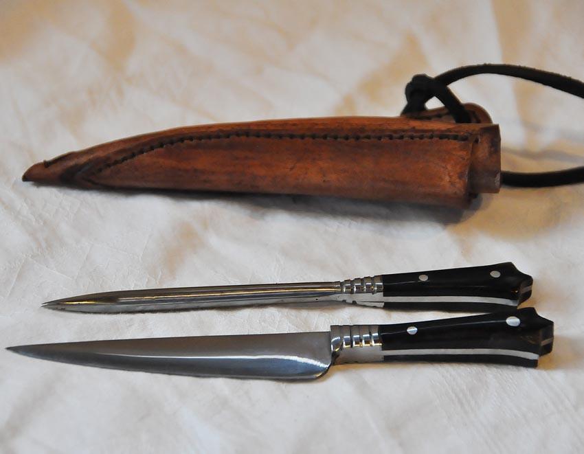 Couteau et pique avec fourreau en cuir Réf.Art.No.: VM000202 Prix: 55 €