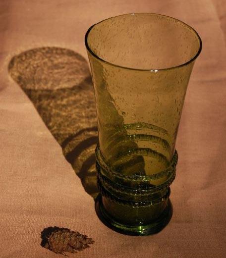 Grand verre à cervoise XIII-XVème capacité 500 ml - haut. 18.5 cm - poids 700 gr. code EoR0627. Prix: 23 euros