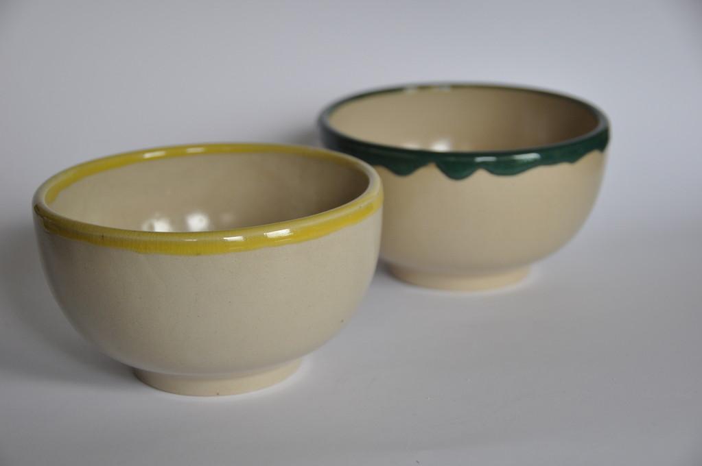 Bols en terre cuite vert ou jaune pâle 3 € pièce s'adresser à fb812928@skynet.be