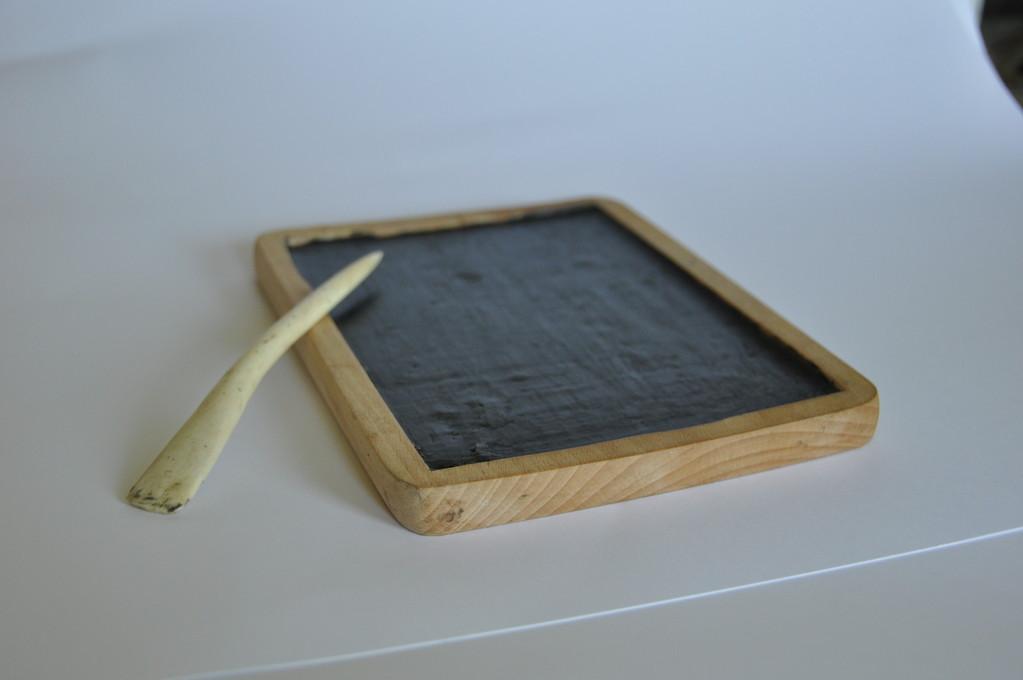 Tablette de bois et cire d'abeilles avec stylet 25 euros