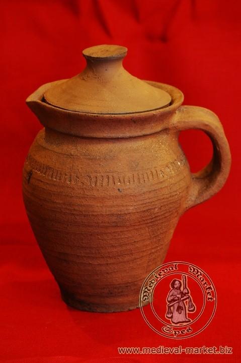 Pot avec bec verseur et couvercle XVème capacité : 2 litres code: NIS0334. Prix: 25 euros