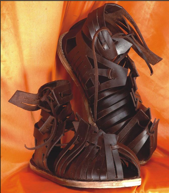 Sandales romaines- galliléa - IX-XIIIème. Réf. GDFB-SH-006. Brun foncé seulement / size/pointures : 40/46. Prix: 80 €