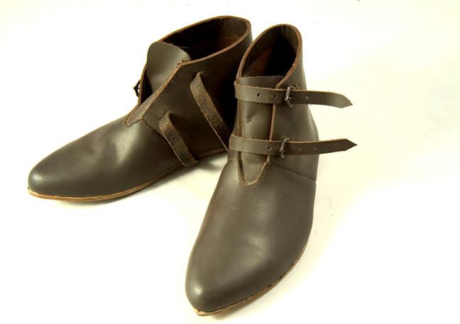 Chaussures soldats XIII-XVème. Réf. GDFB-SH-008 / size. pointures: 40/47 Prix: 125 €