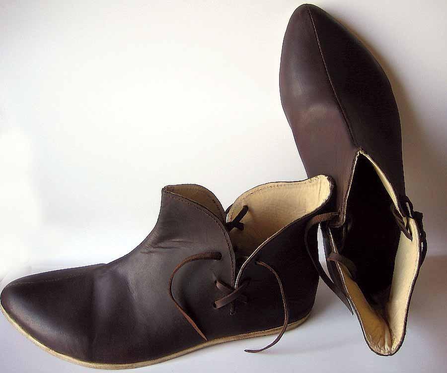 Chaussures  XI-XIIIème. Réf. GDFB-SH-013 / size. pointures: 40/47 Prix: 110 € en stock : 42; 43; 44,5; 45; 46.