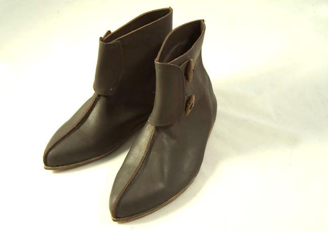 Chaussures soldats X-XIVème. Réf. GDFB-SH-010 / size. pointures: 40/47 Prix: 125 €