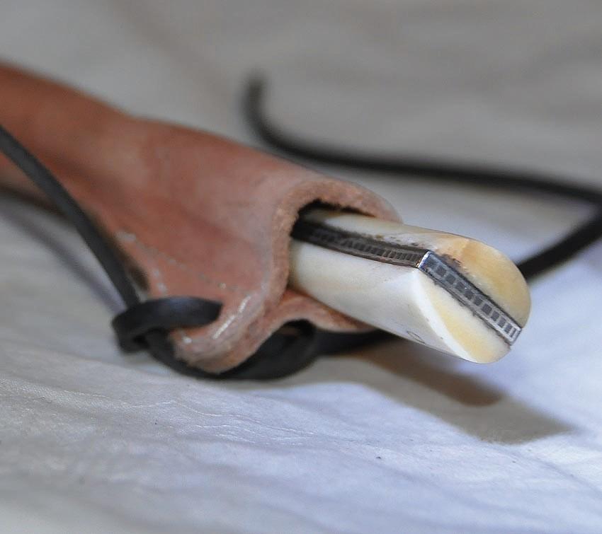 Couteau avec lame damassée et fourreau en cuir Longueur 25 cm Art.No.: VM000499 Prix 129 €
