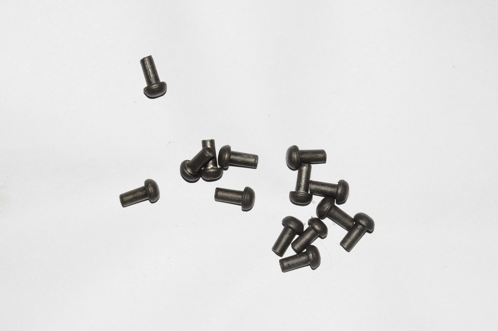 RIVETS ACIER Référence d'achat GDFB/RI/001 S -Tête/head: 10.5 mm - épaisseur/body: 6 mm- Longueur/Length: 17.5 mm Paquet de 100/Packet of 100 pcs: 12,50 €
