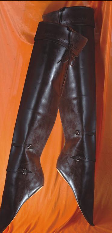 Heuses XVème-Knee Leather Boots- Brun foncé seulement- Réf. GDFB-SH-005/size. pointure: 42/47 Prix: 375 € en stock 43,5