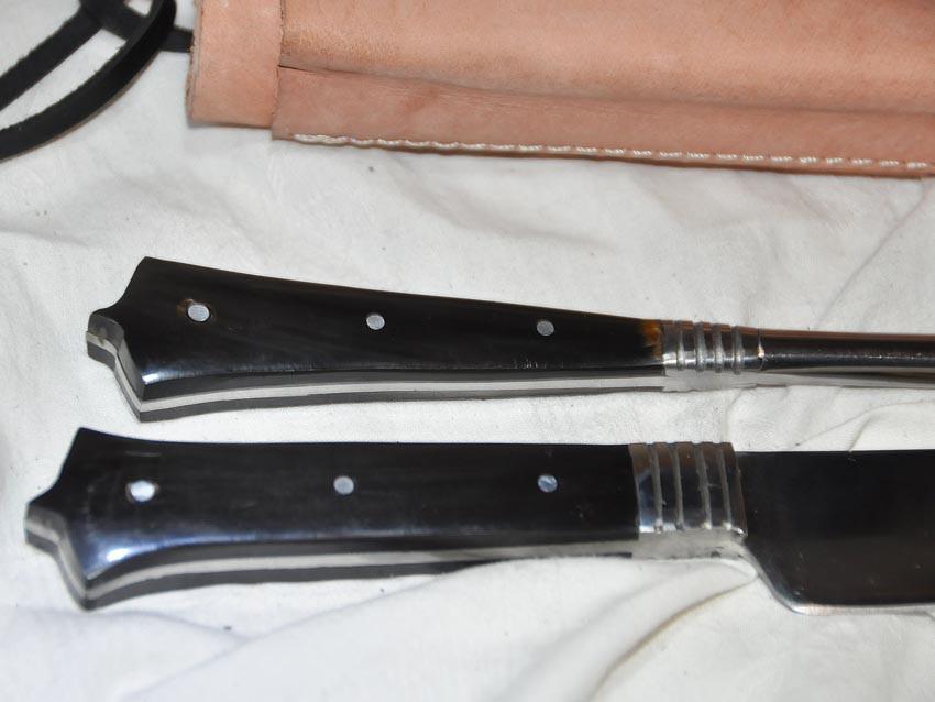 Couteau en corne longueur 25cm avec pique avec fourreau en cuir Réf. Art.No.: VM000203 Prix: 58 €