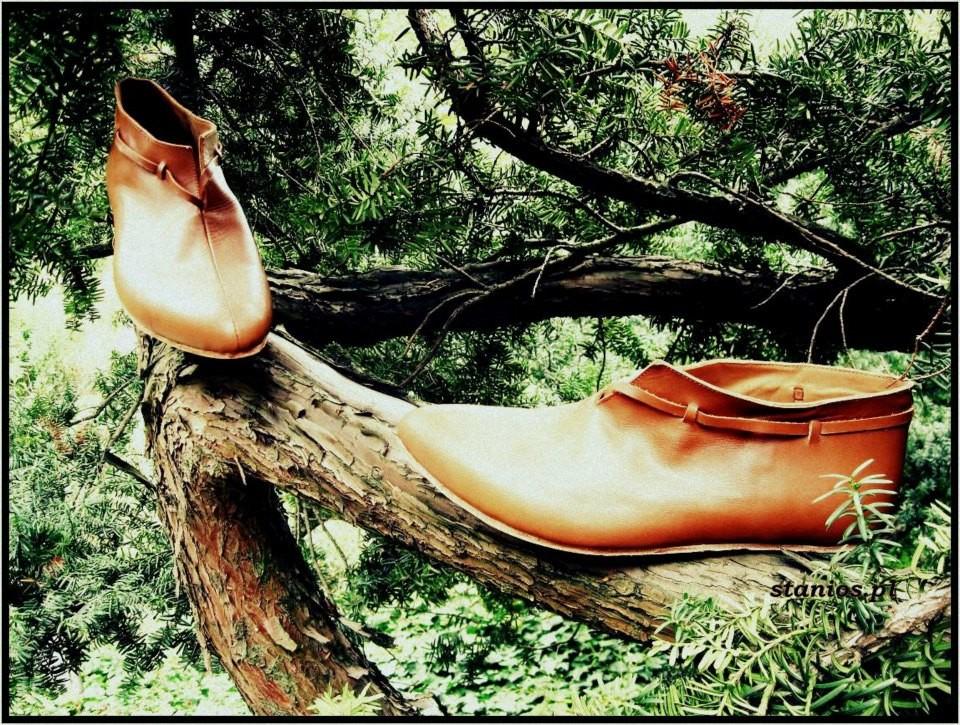 Chaussures mixtes XIIIème - XVème  Référence 2 BR : Prix: 155 €