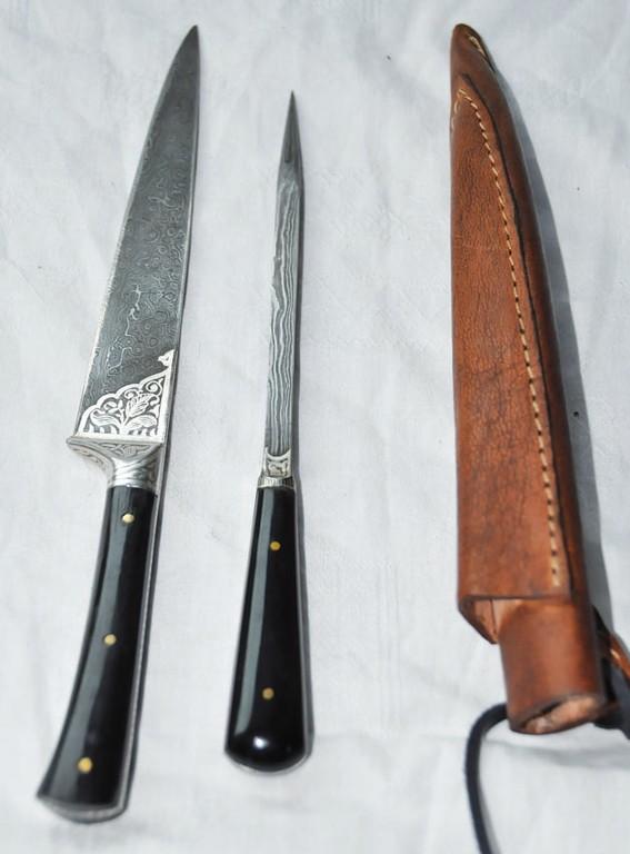 Couteau au manche en os ou en corne avec lame damassée et pique damassé longueur 23 cm  Art.No.: VM000199 - Prix: 195 €
